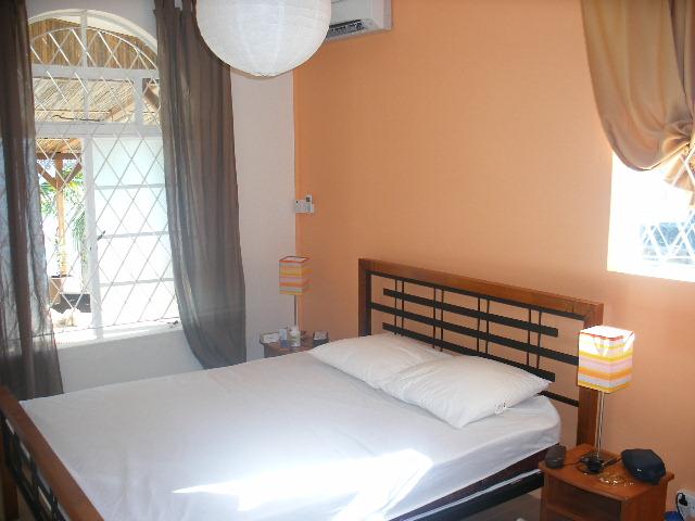 Chambre vue mer avec lit double, clim, ventilateur